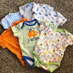 Bundle of 0-3mo onesies